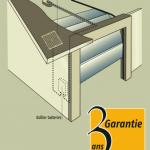 Exemple d'installation du Kit d'alimentation solaire Somfy sur une porte de garage